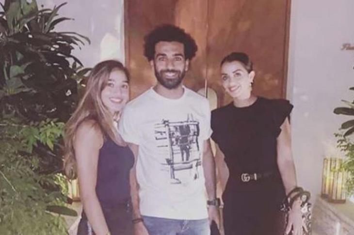 محمد صلاح مع زوجة أبيدال