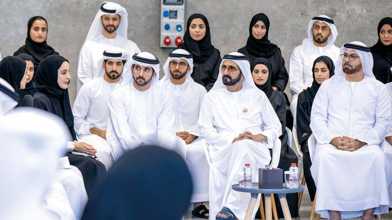 محمد بن راشد استعرض سير العمل والأفكار الجديدة الخاصة بوزارة شؤون مجلس الوزراء والمستقبل. من المصدر