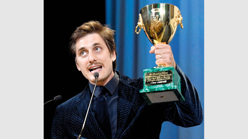 مارينيللي حاز جائزة أفضل ممثل عن تجسيده شخصية كاتب فقير في فيلم «مارتن إيدن». رويترز