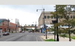 الصورة: فجوة طبقية كبيرة بين ضاحيتين متجاورتين في مدينة شيكاغو