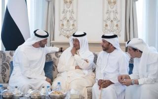 الصورة: محمد بن زايد يهنّئ وزير الطاقة السعودي بثقة خــــادم الحرمين الشريفين