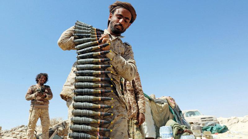 مقاتلون من الشرعية اليمنية في إحدى المناطق بجبهة نهم القريبة من صنعاء. أ.ف.ب