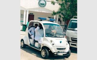 الصورة: شرطة دبي توفّر سيارة لخدمة كبار المواطنين وأصحاب الهمم في حتا