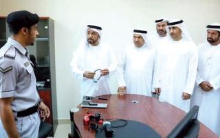 الصورة: وزير العدل يشيد بنتائج «السوار الإلكتروني» للسجناء