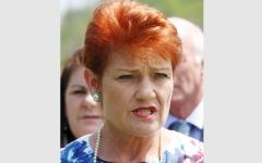 الصورة: سياسية أسترالية تطالب باستخدام «مناخس الماشية» ضد المتظاهرين