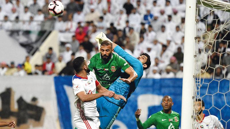 الشارقة فاز على شباب الأهلي في الموسم الماضي ذهاباً وإياباً في دوري الخليج العربي. تصوير: أسامة أبوغانم