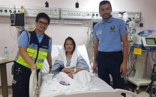 الصورة: «سرعة البديهة» تقود فريق إسعاف لإنقاذ فلبينية شارفت على الوفاة