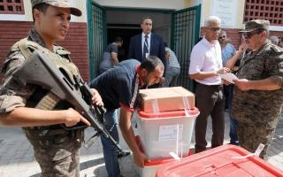 الصورة: 102 ألف عنصر أمني لتأمين انتخابات تونس