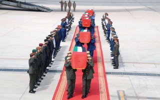 الصورة: وصول جثامين شهداء الإمارات إلى أرض الوطن