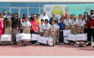 الصورة: «إسعاف دبي» تزور المصابين في حادث الحافلة المدرسية