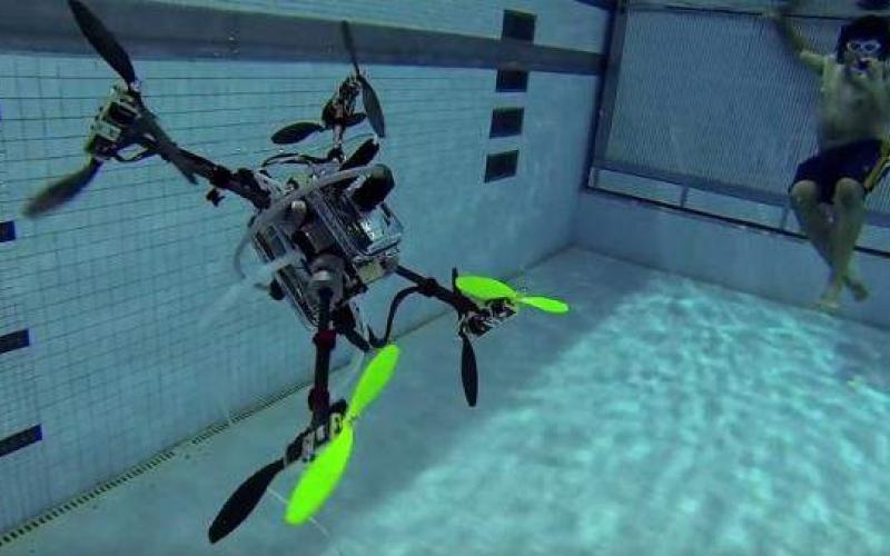 """الصورة: شاهد بالفيديو.. """"لون كوبتر"""" طائرات تسبح وتطير وتغطس"""