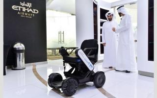 الصورة: خدمة تتيح الكراسي المتحركة ذاتية التحكم في «أبوظبي الدولي»