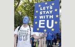 الصورة: الإسبان يشعرون بأنهم ضائعون في بريطانيا نتيجة تهديدات «بريكست»