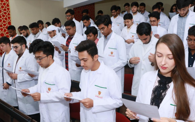 الصورة: قبول 450 طالبا في جامعة الخليج الطبية بعجمان
