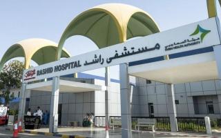 الصورة: متبرّع يسهم بـ 30 ألف درهم في كلفة علاج «طارق» من التهاب الأمعاء