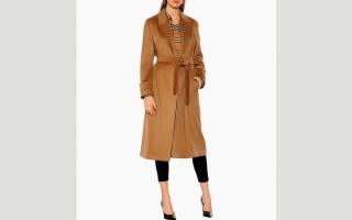 الصورة: المعطف الجملي يطلّ بتشكيلات متنوعة