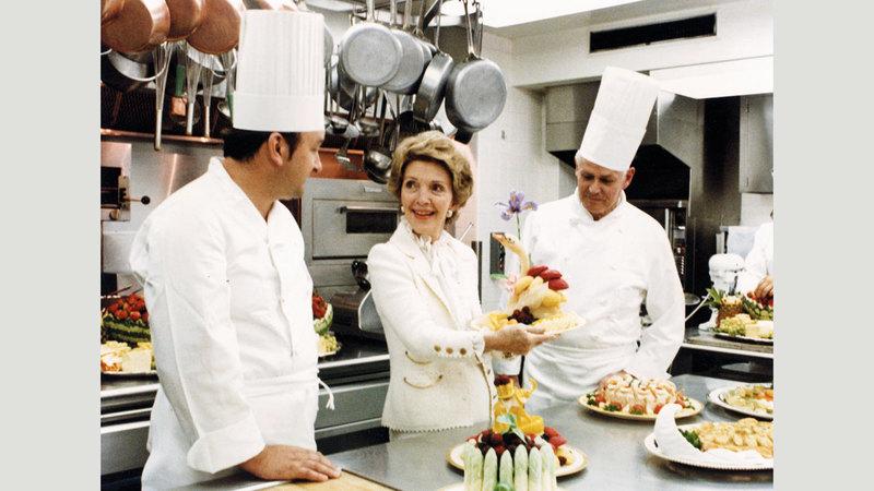 نانسي ريغان مع الطهاة. أرشيفية
