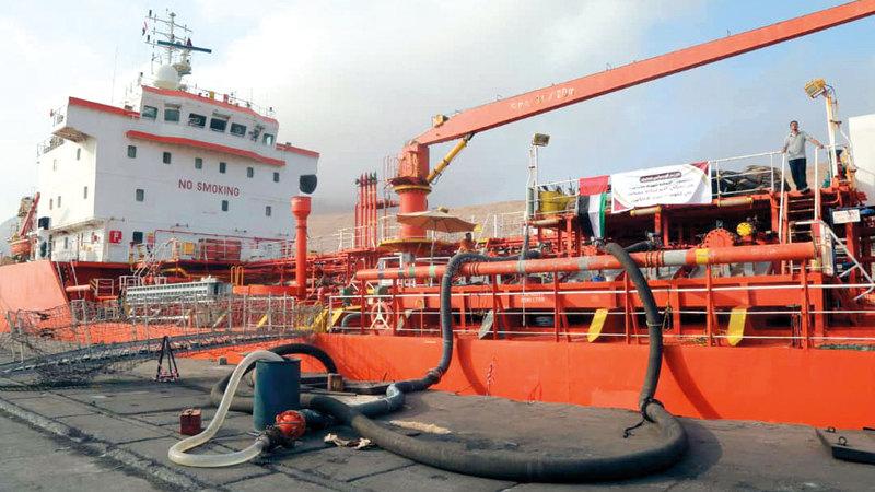 سفينة شحن إماراتية تحمل 12 ألف طن متري من الديزل المخصص لمحطات الكهرباء بساحل حضرموت. وام