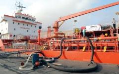 الصورة: الإمارات تسيّر سفينة مشتقات نفـطية عاجلة لإنقاذ محطة كهرباء ساحل حضرمــوت