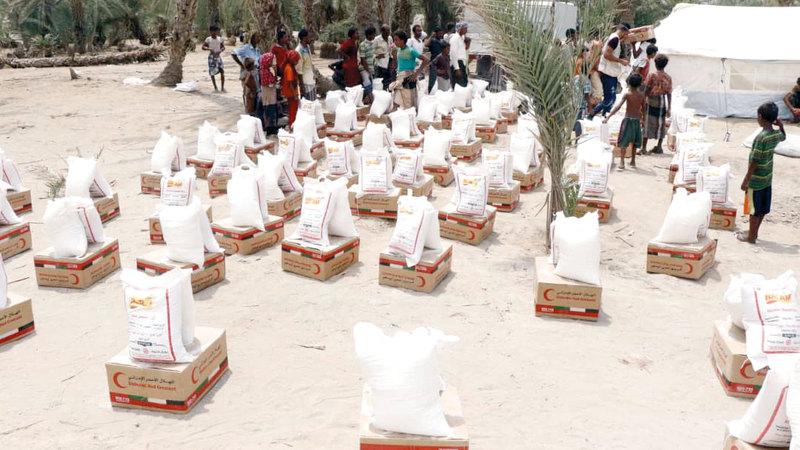 الإمارات تقدم مساعدات طارئة لناجين من مجزرة ارتكبها الحوثيون جنوب الحديدة. وام