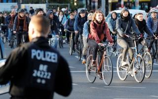 الصورة: مسيرة دراجات احتجاجية.. من أجل المناخ