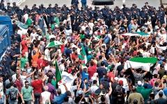 الصورة: مسيرات احتجاج في شوارع الجزائر رغم الانتشار الأمني الكثيف