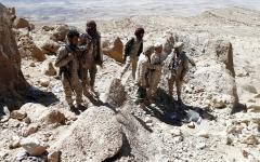 الصورة: الجيش اليمني يشن هجوماً واسعاً على مواقع الحوثيين في حرض وعبس
