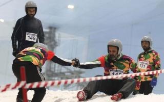 الصورة: 400 مشارك يظهرون في «تحدي الثلج» بدبي