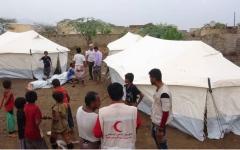 الصورة: بالصور.. الإمارات تغيث الناجين من قصف الميليشيات في حيس..وتقدم مضخات لمؤسسة المياه بعدن