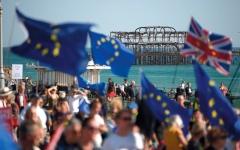 الصورة: «العمال» البريطاني:  سنخيّر الناخبين بين «الاتحاد» أو الخروج باتفاق