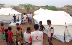 الصورة: الإمارات تقدم مساعدات إغاثية للناجين من قصف الميليشيات على حي سكني في حيس