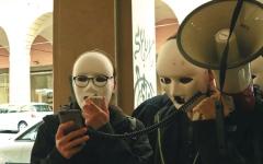 الصورة: شباب في إيطاليا يسلطون الضوء  على «أرباب العمل السيئين»