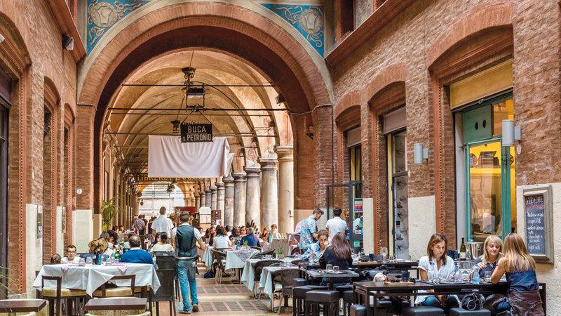 تشتهر بولونيا بمطاعمها الكثيرة. أرشيفية