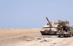 الصورة: مقاتلات التحالف تدمر مواقـع وتعزيزات «حوثية» في 4 محافظات يمنيــة