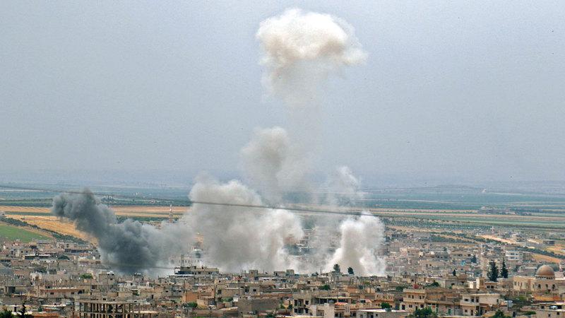 القصف الجوي فوق إدلب يساعد الحكومة السورية على استعادة السيطرة. أ.ف.ب