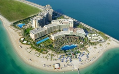 الصورة: 10.86 ملايين عدد السياح ونزلاء الفنادق في أبوظبي ودبي خلال 6 أشهر