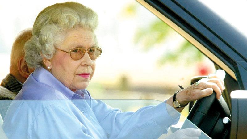 إليزابيث الثانية عرضت سيارتها للبيع بعد أن قطعت 12 ألف ميل. أرشيفية
