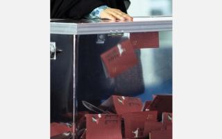 الصورة: مرشحون ينسبون مشروعات حكومية لإنجازاتهم الشخصية في دعاية «الوطني»