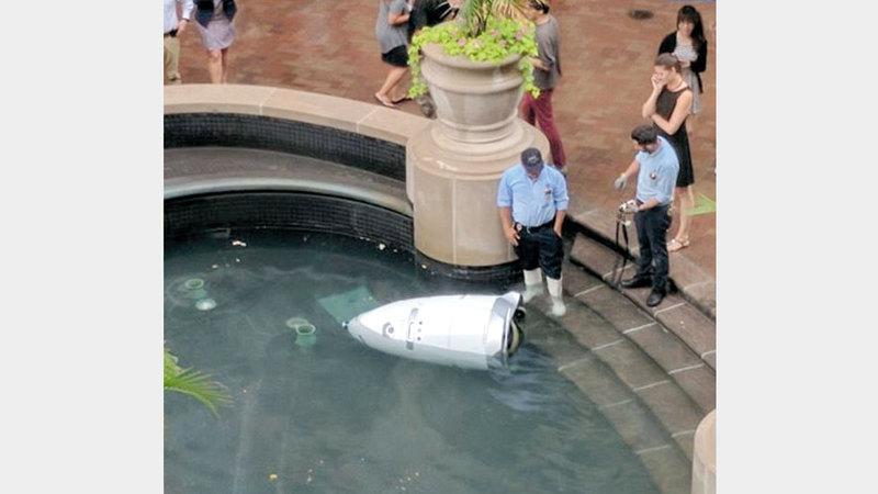 شركة «نايتسكوب» المسؤولة عن تشغيل الروبوت الغارق، ادعت أنه ربما انزلق في البركة. أرشيفية