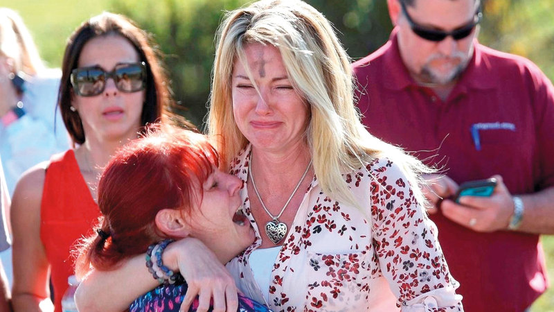 أميركية تبكي أقارب راحوا ضحية القتل العشوائي. أرشيفية