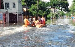 الصورة: بالصور.. 1600 قتيل في أسوأ أمطار موسمية بالهند منذ 25 عاماً