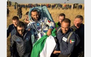 الصورة: لحظة عودة رائد الفضاء الإماراتي إلى الأرض