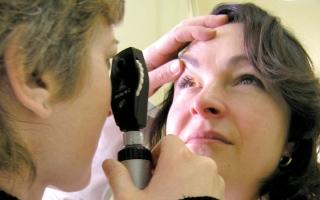 الصورة: أعراض تستلزم استشارة طبيب العيون