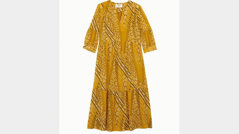 فستان حريري قصير 1125 درهماً