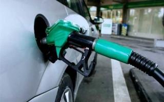 الصورة: خفض سعر بيع البنزين في مصر بـ 25 قرشا للتر