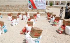 الصورة: الإمارات تقدّم 80 طناً من المـــواد الغذائية لسكان حضرموت ولحج