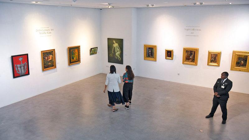 زيارة المعرض تمثل ما يشبه الزيارة المتحفية نظراً للقيمة الفنية التي تحملها القطع. تصوير: أشوك فيرما