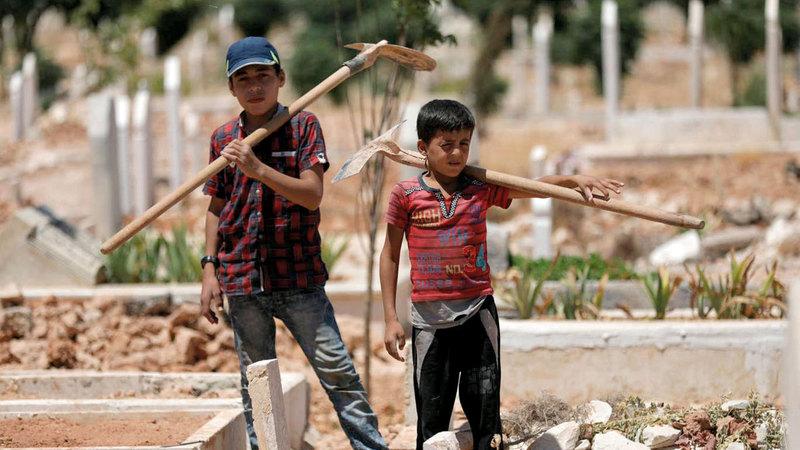 الطفلان «جواد» الصغير وإلى جانبه «يزن». أرشيفية
