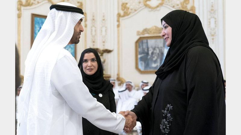 محمد بن زايد لدى استقباله وفداً من البرلمان العربي والمشاركين في فعاليات «الوثيقة العربية لحقوق المرأة». وام
