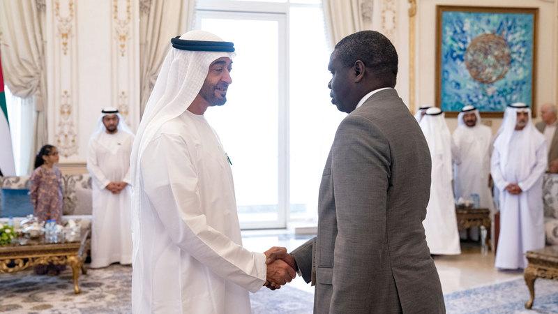 محمد بن زايد لدى استقباله الوزراء المشاركين في الدورة الـ 26 للمؤتمر الدولي للطرق. وام